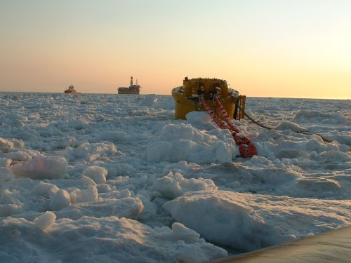 Sakhalin-offshore_Molikpaq-and-SALM_Spring-2002