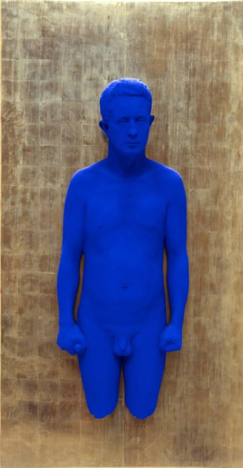 Yves-Klein-Portrait-relief-de-Claude-Pascal-PR3-1962-300dpi-532x1024